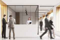 La gente in ufficio incita, pulito e luminoso Fotografia Stock Libera da Diritti