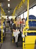 La gente in un bus Fotografia Stock Libera da Diritti