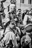 La gente in uniforme militare in onore della festa di Victory Day Immagine Stock