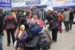 La gente va a casa durante Año Nuevo chino Imagenes de archivo