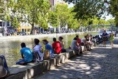 La gente va in giro dal canale San Martino fotografia stock libera da diritti
