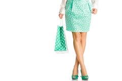 La gente, vendita, concetto nero di venerdì - donna con i sacchetti della spesa Fotografia Stock Libera da Diritti