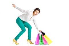 La gente, vendita, concetto nero di venerdì - donna con il sacchetto della spesa Immagini Stock