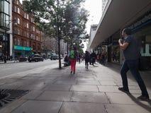La gente in via di Oxford a Londra Immagini Stock Libere da Diritti