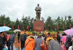 La gente viene ad adorare l'ex presidente cinese Fotografia Stock Libera da Diritti