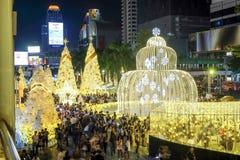 La gente viene alleggerisce su insieme l'evento, per celebrare il giorno di Natale ed il buon anno 2017 Fotografie Stock Libere da Diritti