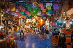 La gente visita arte y la galería del recuerdo en San Jose Del Cabo, Mexi imagen de archivo