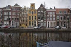 La gente visita la ciudad vieja en Den Bosch, Países Bajos Leiden es la 6ta aglomeración más grande de los Países Bajos Fotos de archivo libres de regalías