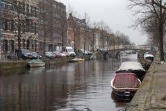 La gente visita la ciudad vieja en Den Bosch, Países Bajos Leiden es la 6ta aglomeración más grande de los Países Bajos Fotografía de archivo libre de regalías