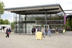 La gente visita el documenta - Halle Fotos de archivo