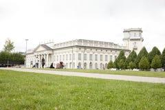 La gente visita el Fridericianum Imagen de archivo libre de regalías