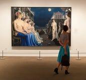 La gente visita el museo de arte metropolitano en Nueva York Fotos de archivo libres de regalías