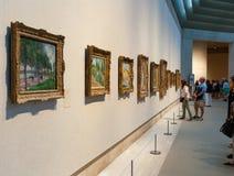 La gente visita el museo de arte metropolitano en Nueva York Imagen de archivo libre de regalías