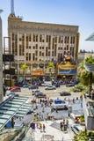 La gente visita il teatro famoso di EL Capitan a Hollywood Immagine Stock Libera da Diritti