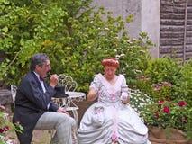 La gente in XIX costume di secolo Immagine Stock