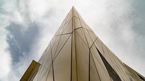 La geometria dell'edificio alto fotografia stock libera da diritti