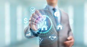 La gestion de propriété est l'opération, le contrôle, et la supervision des immobiliers Concept d'affaires photos libres de droits