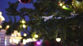 La ghirlanda del ` s del nuovo anno e l'albero di Natale giocano video d archivio