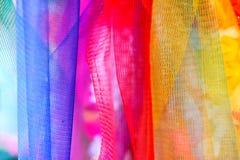 La ghirlanda di plastica tailandese variopinta, può essere trovata a tutti gli impiegati buddisti Immagini Stock Libere da Diritti