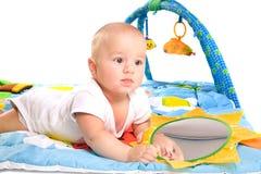 La gimnasia del bebé aisló Imagen de archivo