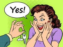 La gioia d'acquisto della reazione della donna dell'automobile chiude a chiave il regalo Fotografia Stock
