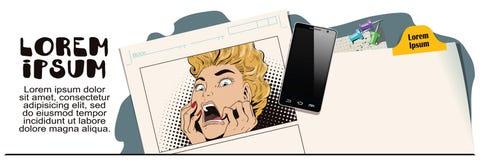 La giovane bella donna grida su timore royalty illustrazione gratis