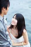 La giovane bella ragazza cinese gode dell'intimità fotografie stock libere da diritti
