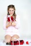 La giovane bella ragazza con i regali Immagini Stock Libere da Diritti