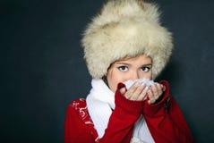 La giovane bella ragazza in una protezione della pelliccia Fotografia Stock