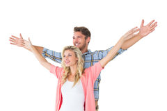 La giovane coppia attraente che sta con distribuisce Fotografie Stock Libere da Diritti