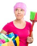 La giovane donna è vestita come domestica di pulizia Immagini Stock Libere da Diritti