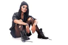 La giovane donna, adolescente depresso indossa lo stile di lerciume che si siede sulla Florida Fotografia Stock Libera da Diritti