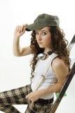 La giovane donna ascolta musica Immagini Stock