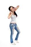La giovane donna ascolta musica isolata Fotografia Stock