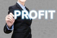 La giovane donna astuta di affari sta scrivendo l'idea di investimento Fotografia Stock