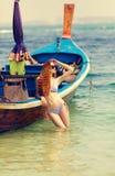 La giovane donna in bikini Fotografia Stock Libera da Diritti