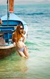 La giovane donna in bikini Fotografie Stock Libere da Diritti