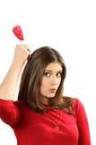 La giovane donna con il cuore dello zucchero candito su un bastone Fotografia Stock