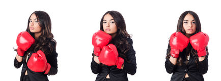 La giovane donna con il guantone da pugile Fotografia Stock