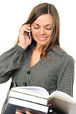 La giovane donna con il libro ed il telefono Immagini Stock