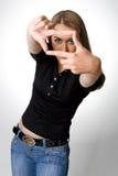 La giovane donna crea un blocco per grafici con le sue mani Immagine Stock Libera da Diritti