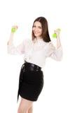 La giovane donna di affari in formalwear solleva le teste di legno Fotografia Stock