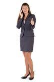 La giovane donna di affari tiene il suo pollice in su Immagine Stock