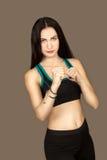 La giovane donna effettua l'esercizio di sport Immagini Stock Libere da Diritti