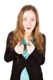 La giovane donna felice con il sorriso divertente dà i pollici su Immagine Stock Libera da Diritti