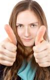 La giovane donna felice con il sorriso divertente dà i pollici su Immagini Stock Libere da Diritti