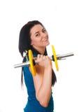 La giovane donna felice mette in mostra gli esercizi. Fotografie Stock Libere da Diritti