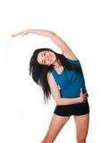 La giovane donna felice mette in mostra gli esercizi. Immagini Stock Libere da Diritti