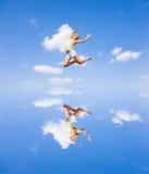 La giovane donna felice sta saltando Fotografia Stock Libera da Diritti