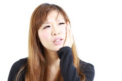 La giovane donna giapponese soffre da mal di denti Immagini Stock